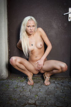 samanta d in dirty PICTURE 16